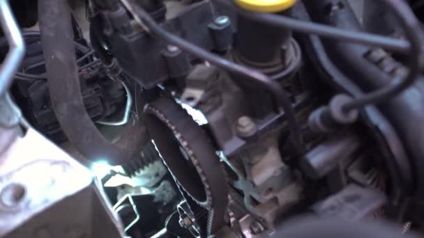 Időzítő öv a motorban