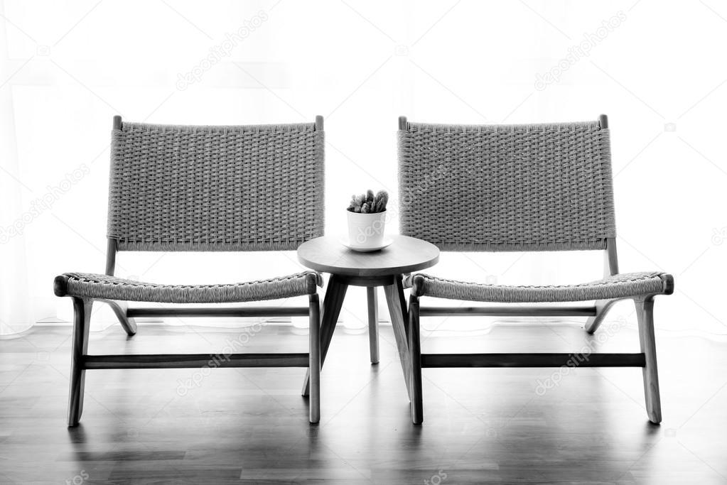 Witte Rieten Stoel : Rotan stoel in de witte kamer u2014 stockfoto © piyagoon #95159384