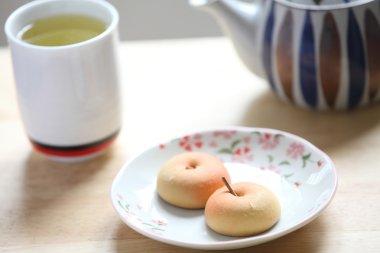 Manju with green tea
