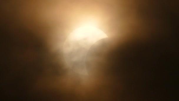 Měsíc, zahrnující slunce částečné zatmění, astronomický jev