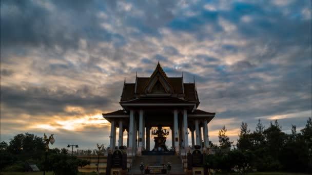 Singburi Thaiföld, idő telik el a Brahma-szentély.