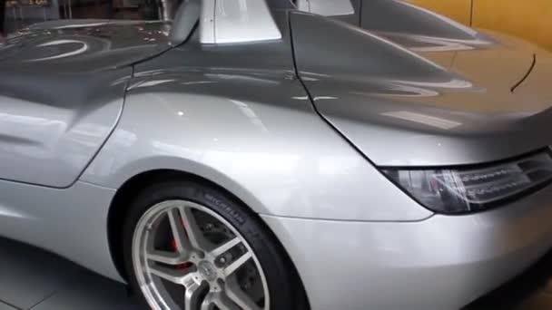 Kyjev, Ukrajina - 21. srpna 2011: Unikátní exkluzivní superauto Mercedes-Benz SLR McLaren Stirling Moss. Výstavní auto. Auto na prodej.