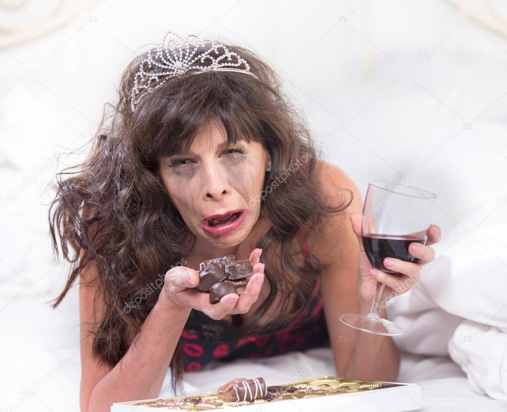 Sobbing Woman in Tiara Drinking Wine — Stock Photo