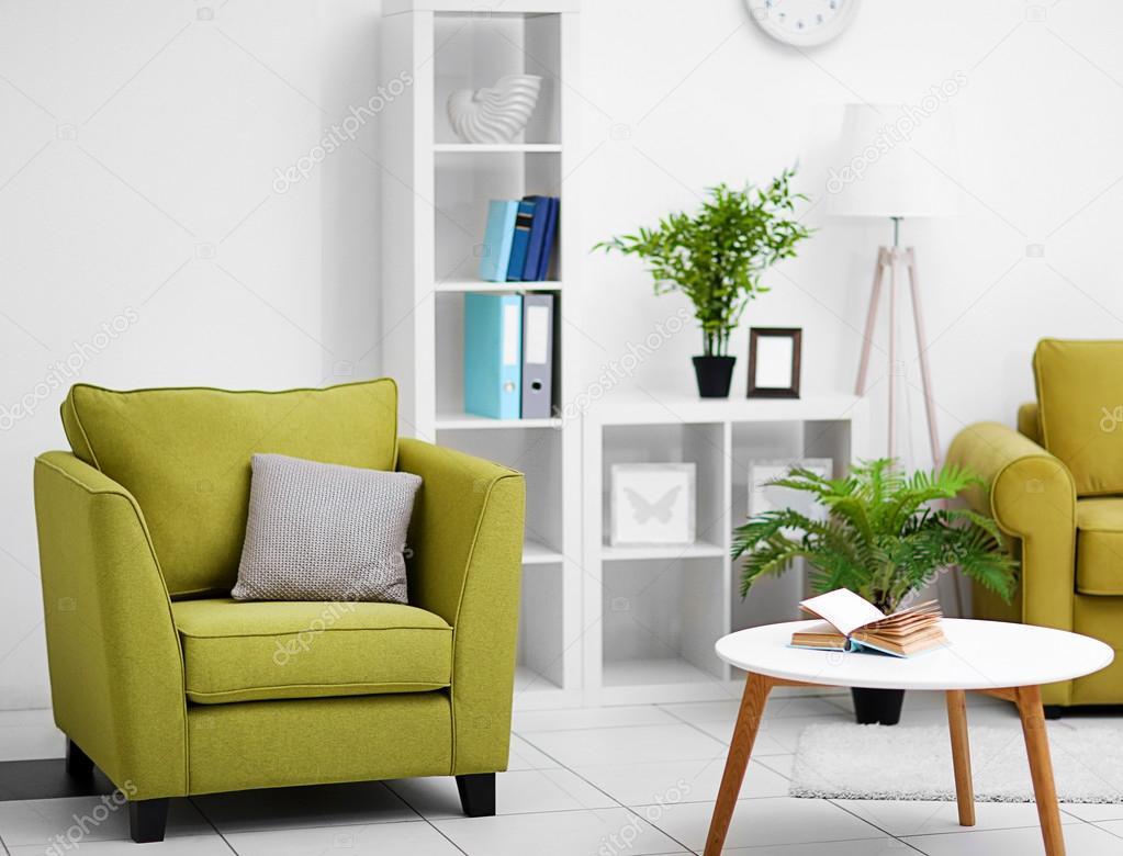 Interior De La Sala De Estar Con Muebles Verdes Fotos De Stock  # Muebles Sala De Estar