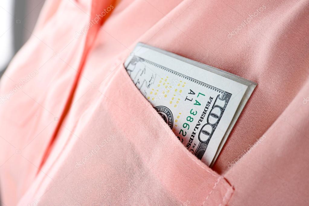 40b50a7542f Peníze v kapse košile růžová — Stock Fotografie © belchonock  100793656