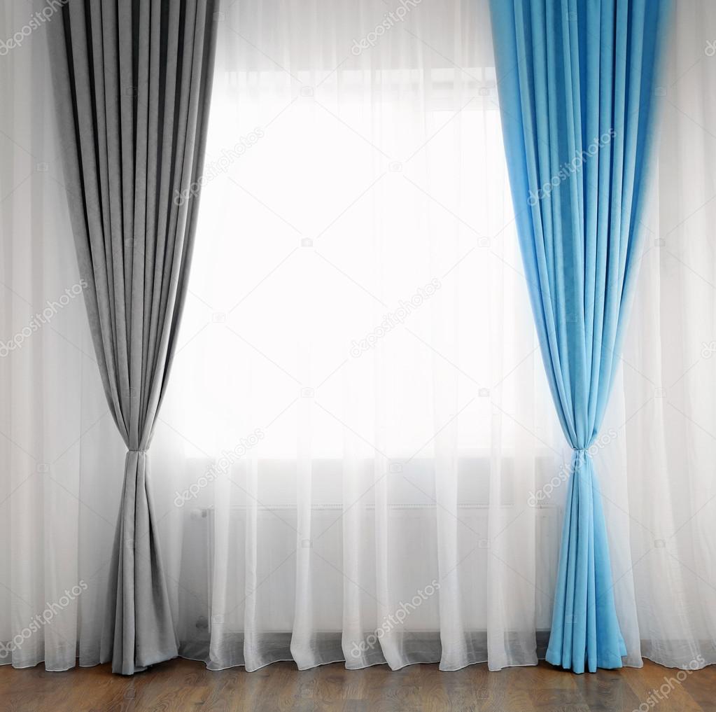 rideaux bleus et gris — Photographie belchonock © #100927500
