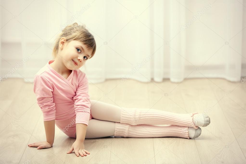 03ba1b5912f8 cute girl in pink leotard — Stock Photo © belchonock  101631330