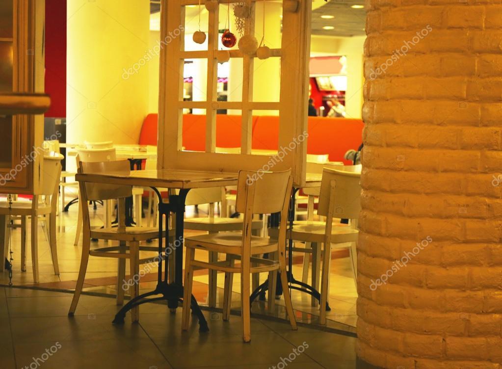 Gemutliche Einrichtung Im Restaurant Stockfoto C Belchonock 103086988