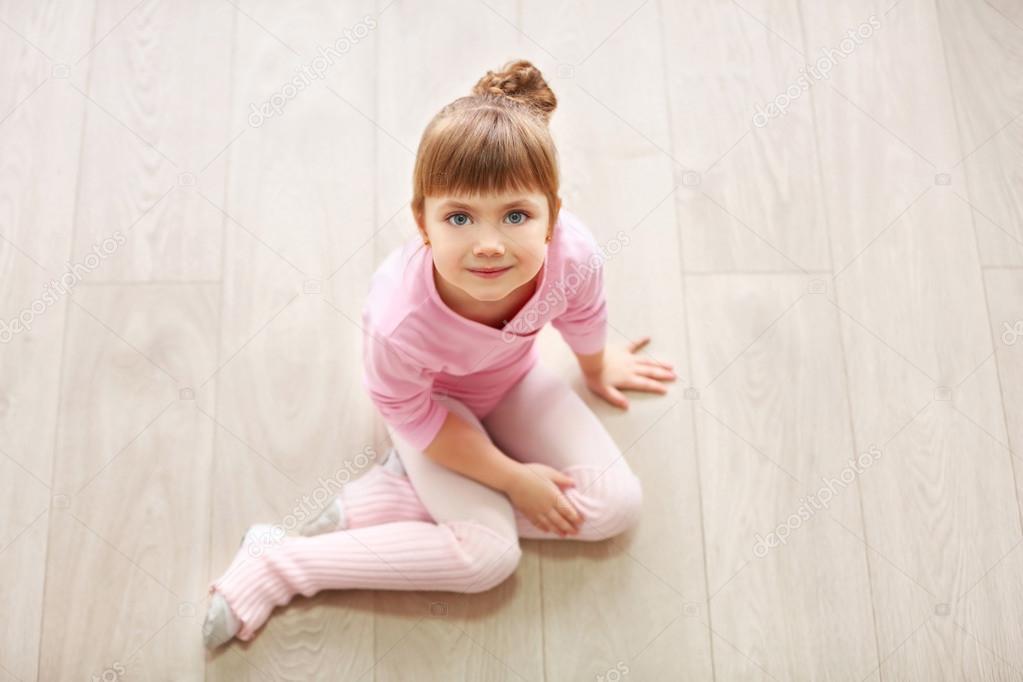 d9a3b1cbc104 cute girl in pink leotard — Stock Photo © belchonock  103308034