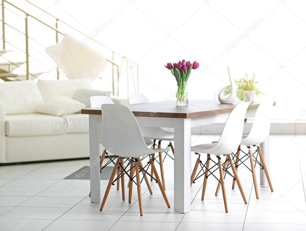 Schöne komfortable moderne Innenausstattung — Stockfoto © belchonock ...