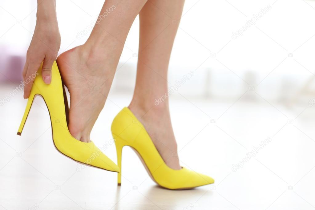 Foto De Tacones Tomando — Los Amarillo AmarillosMujer Zapatos N8wmn0