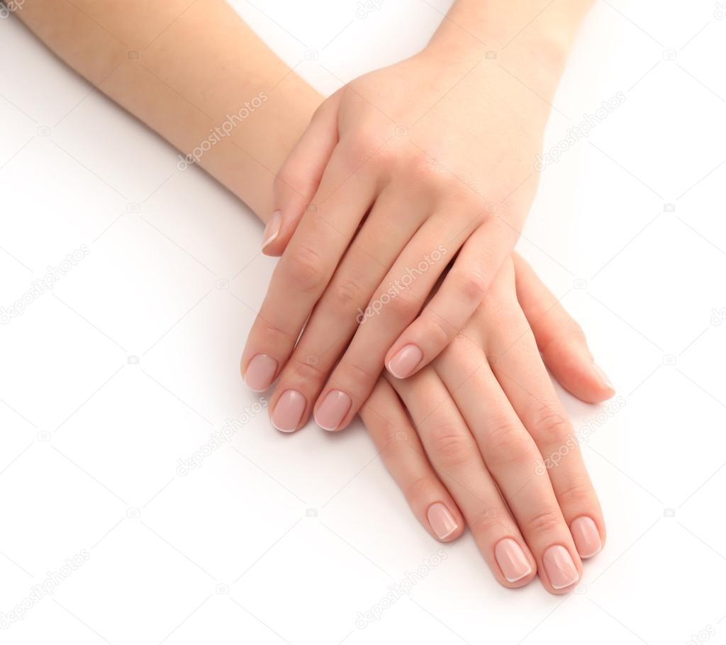 Картинка женской руки с красивым магикюром протянутой к солнца