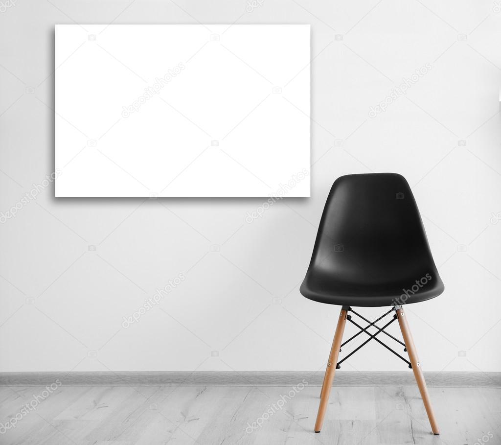 Schwarzer Stuhl und leeren Bilderrahmen — Stockfoto © belchonock ...