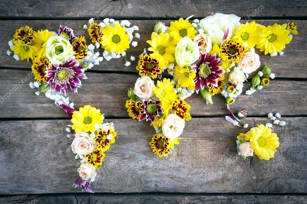 Weltkarte mit Blumen — Stockfoto © belchonock #111850658