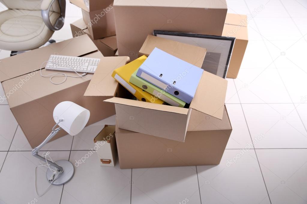 Desempaque de cajas de cartón — Foto de stock © belchonock #112220234