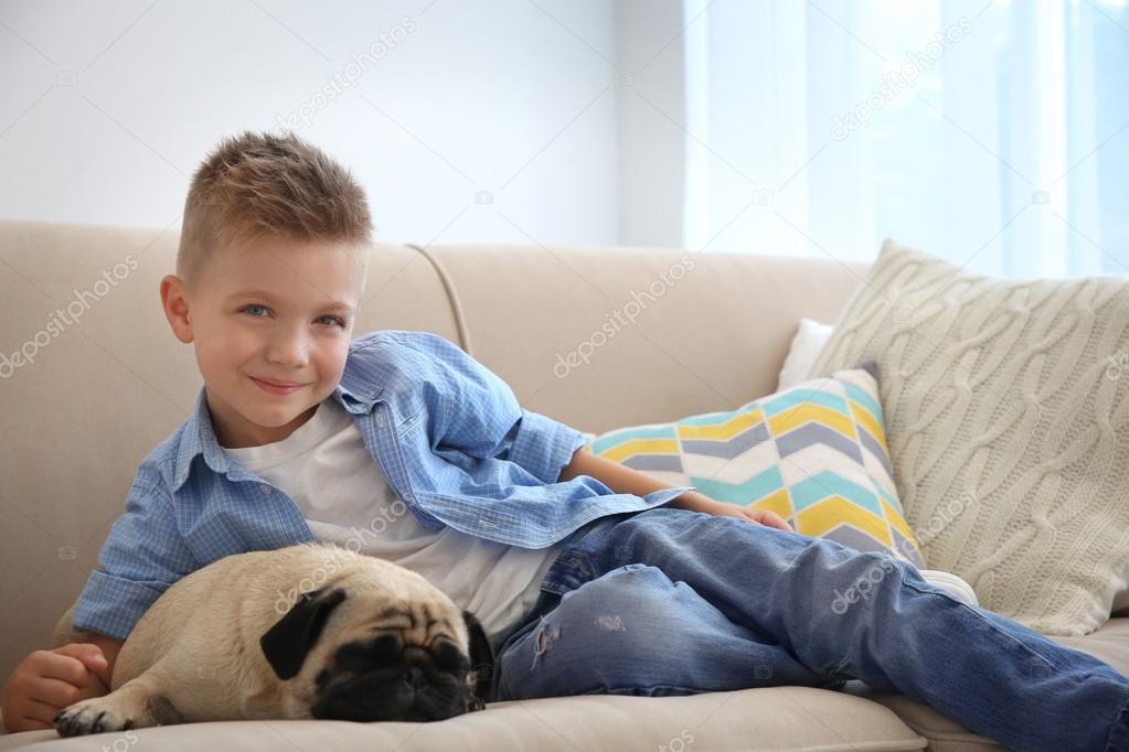 Картинки по запросу мальчик на диване