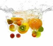 Ovoce pádu do vody