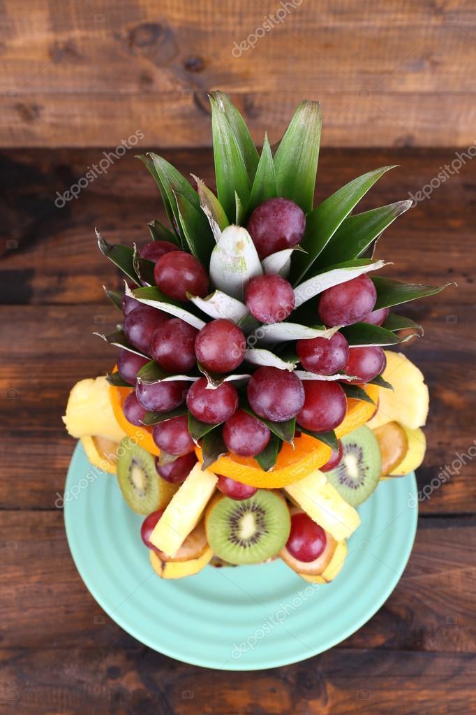 decoraç u00e3o de mesa de frutas no fundo de madeira marrom u2014 Fotografias de Stock u00a9 belchonock #53235831 -> Decoração Mesa De Frutas Natal Simples