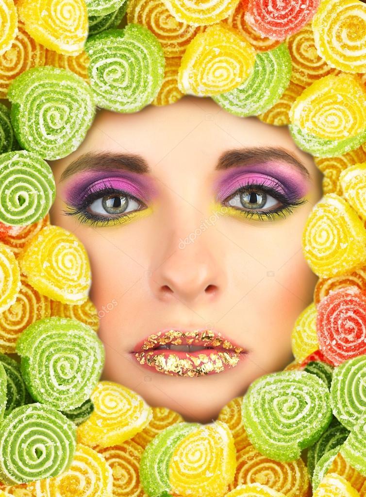 cara de la belleza con el marco de dulces — Foto de stock ...
