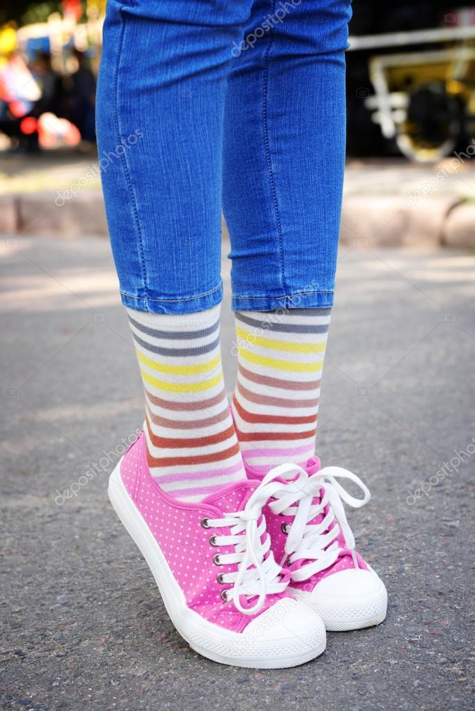 Красивые ножки в кросовках и носочках фото 264-365