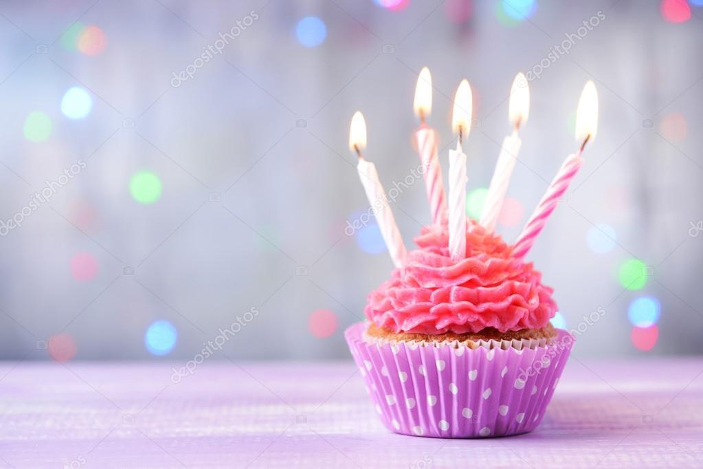 Kostliche Geburtstag Cupcake Stockfoto C Belchonock 60794193