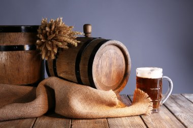 Beer barrel with beer glasses