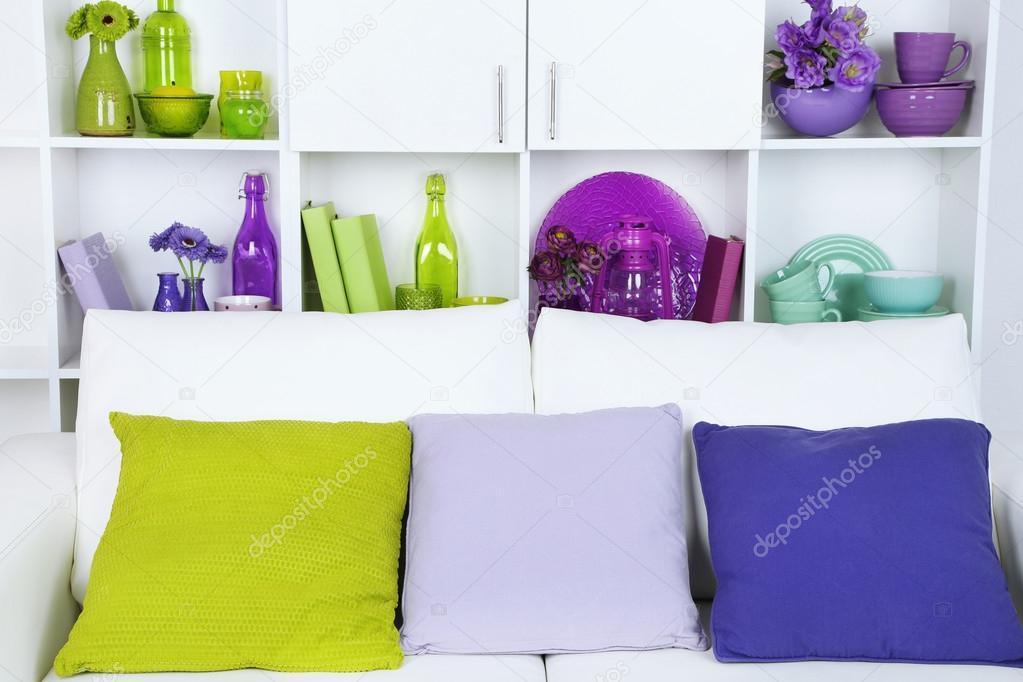 Modern interieur. wit woonkamer met sofa en boekenkast u2014 stockfoto