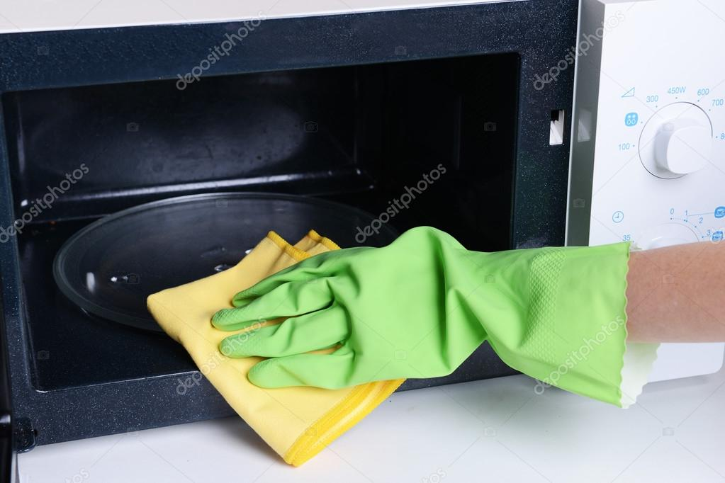 cleaning the microwave - 1024×683