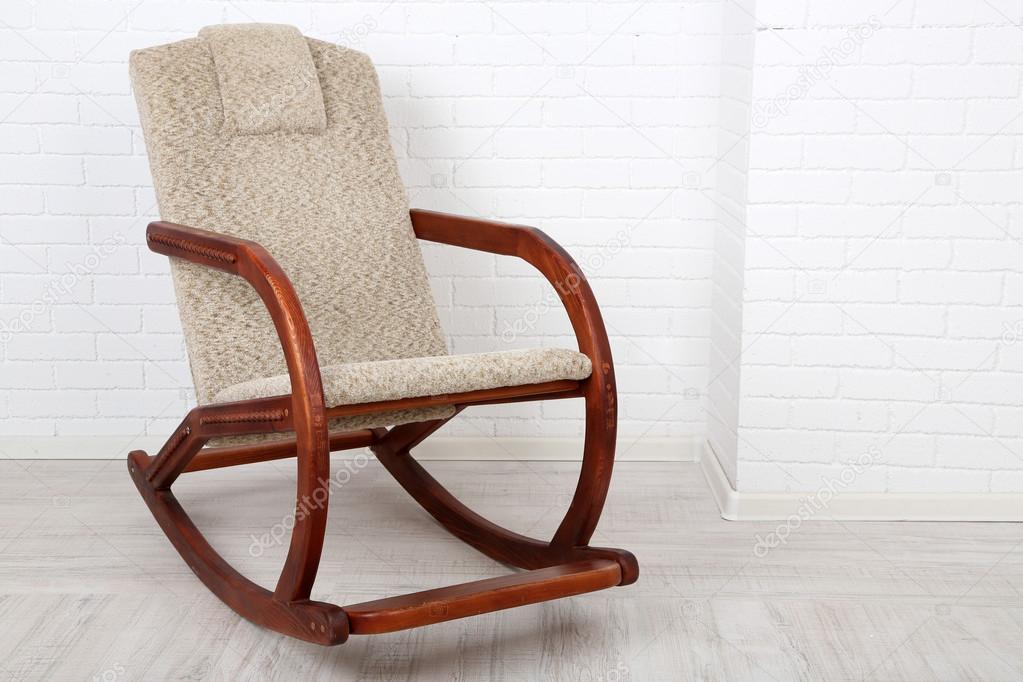 Modelos de sillas mecedoras de madera modernas c moda for Modelos de sillas de madera modernas