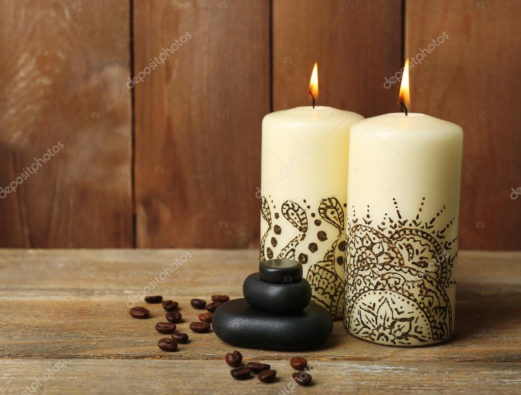 Composici n de spa hermoso con velas decorativas indias for Zapateras decorativas en madera