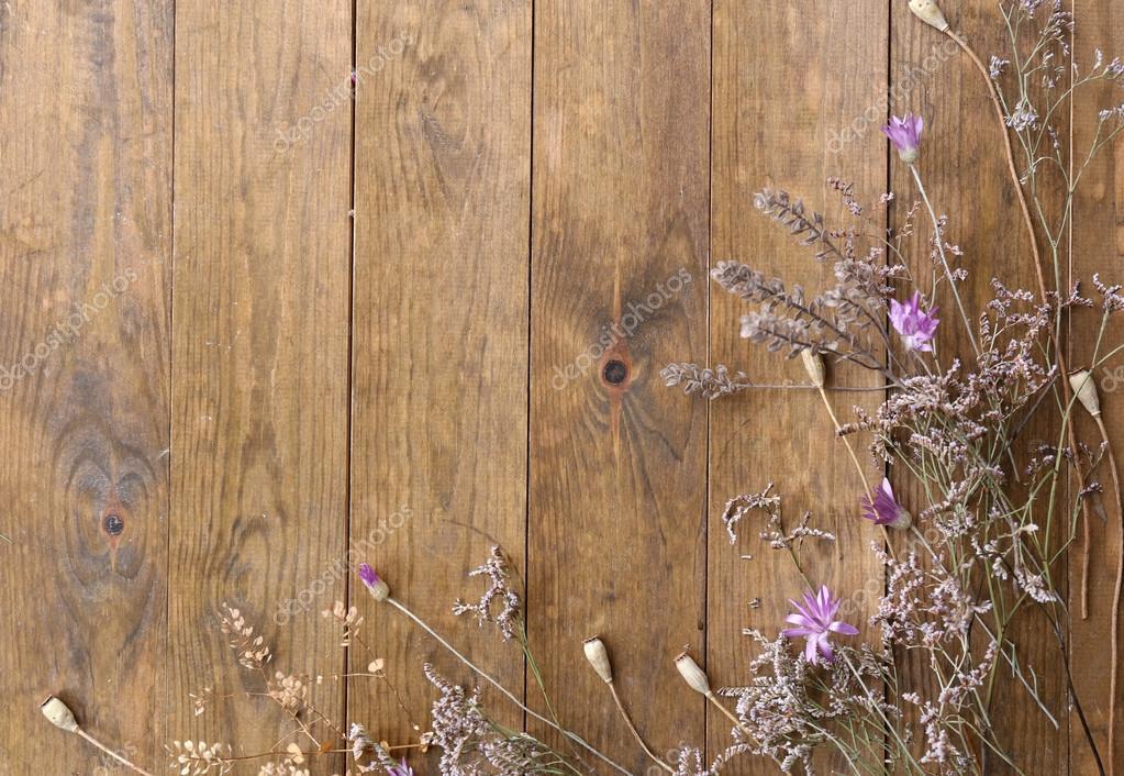 flores secas en el fondo de tablas de madera rstica foto de stock 63218097