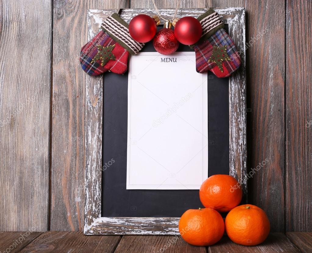 Assi Di Legno Decorate : Scheda del menu con decorazione di natale su fondo di assi di legno