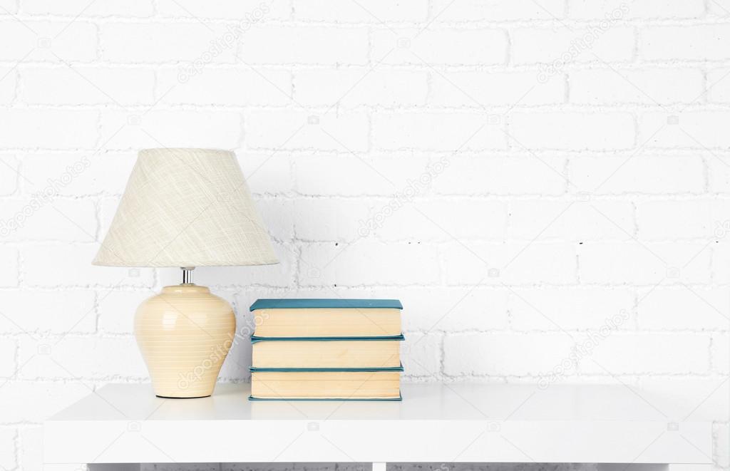 Wandplank Met Lamp.Houten Plank Met Boeken En Lamp Stockfoto C Belchonock 70797517