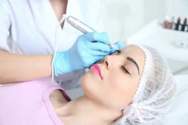 Permanent make-up at beauty salon