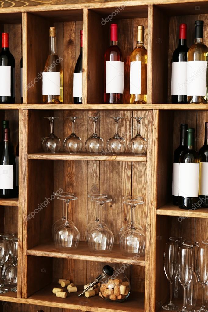 Estanteria vino pared estanter as con botellas de vino - Estanterias para bares ...