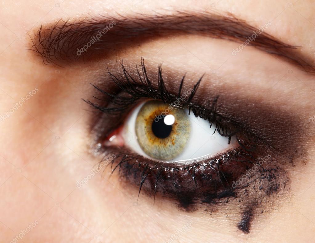 Femme En Larme oeil de jeune femme avec larme bouchent — photographie belchonock