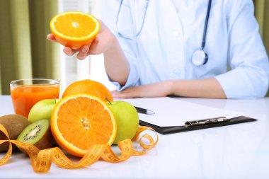 """Картина, постер, плакат, фотообои """"питательный врач с фруктами """", артикул 73091141"""