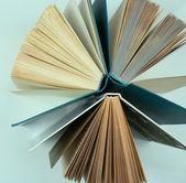 Skupina knih zblízka