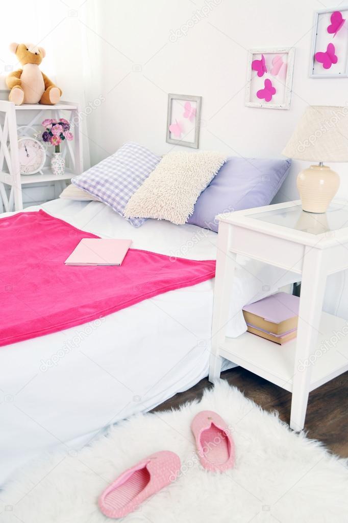 https://st2.depositphotos.com/1177973/7610/i/950/depositphotos_76107371-stockafbeelding-mooie-roze-meisjes-slaapkamer.jpg