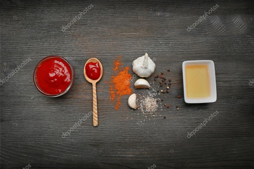 ingredienti per cucinare la pizza sulla tavola di legno vista dallalto immagini stock