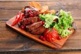 Hovězí maso s brusinkovou omáčkou