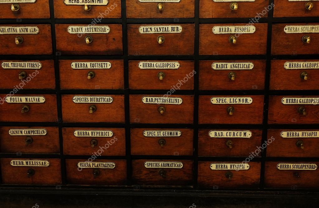Cajones de madera con las etiquetas — Fotos de Stock © belchonock ...
