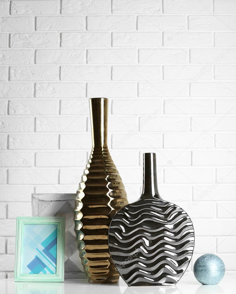 Moderne Vasen moderne vasen im zimmer erdgeschoss stockfoto belchonock 79077170