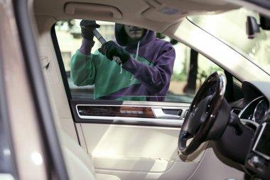 burglar stealing car