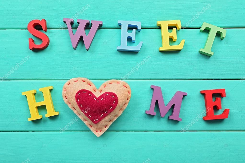 Letras decorativas formando palabras dulce hogar con el corazón ...