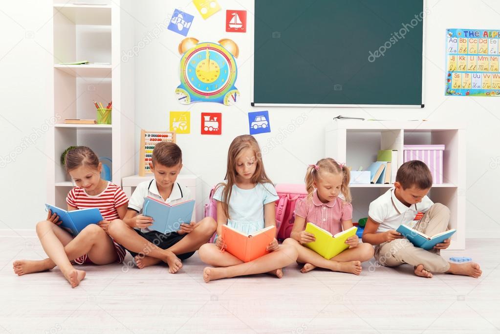 Wiersz Dla Dzieci W Klasie Zdjęcie Stockowe Belchonock