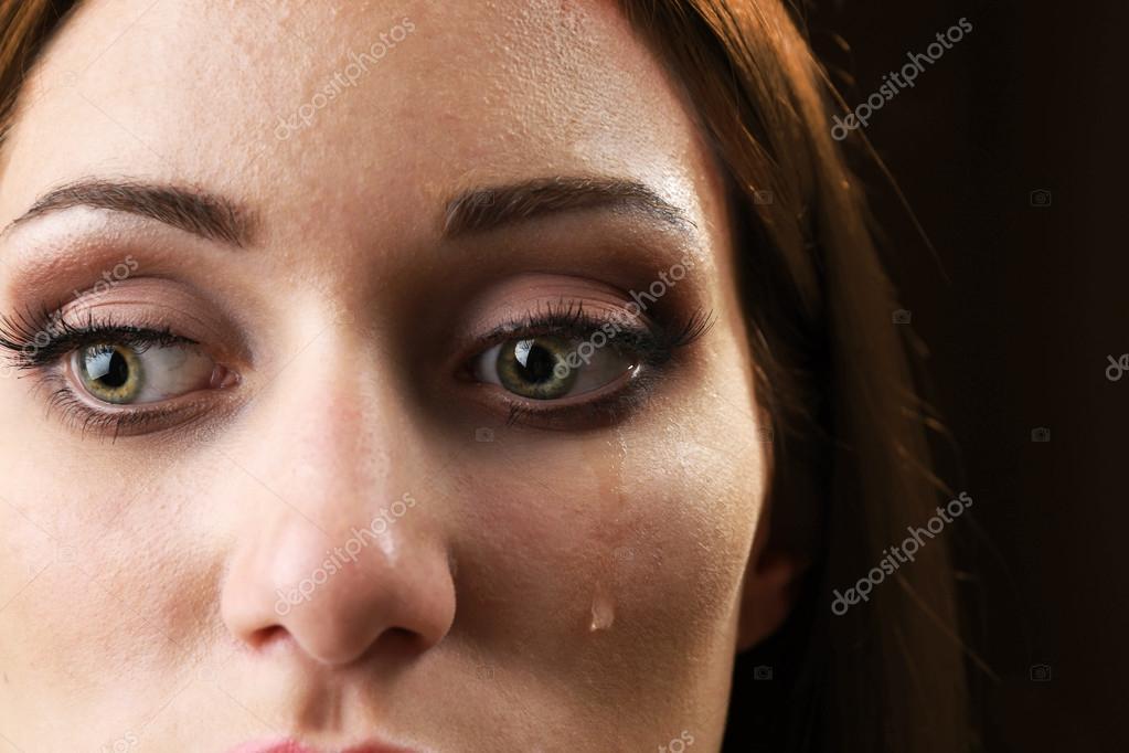 Femme En Larme femme avec larme — photographie belchonock © #83323376