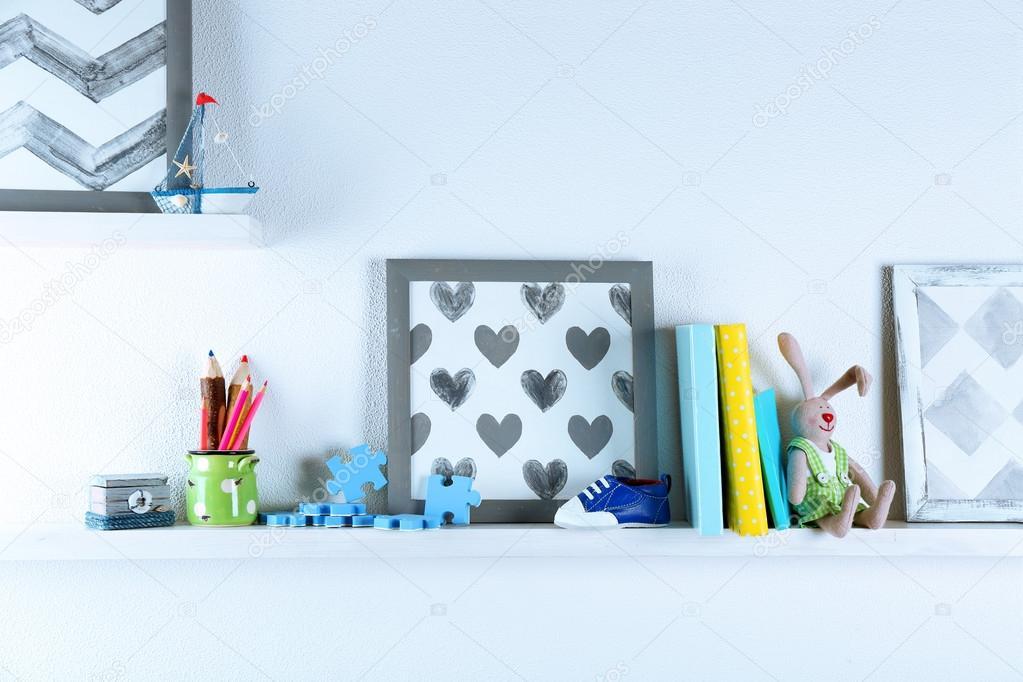 Półki Z Zabawkami W Pokoju Dziecka Zdjęcie Stockowe