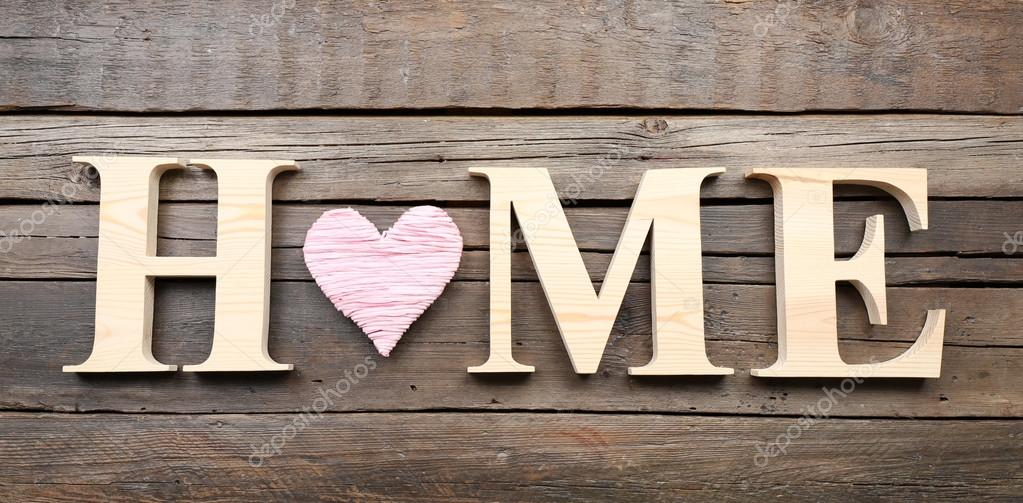 Oppsiktsvekkende Dekorativa bokstäver som bildar ordet Home med hjärta på trä WI-63