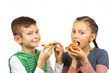 Children eating pizza